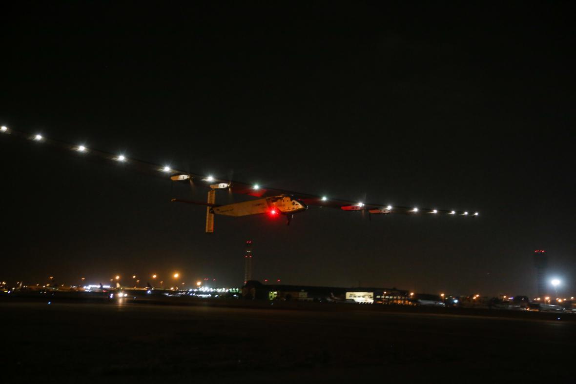 Solar impulse startuje z Káhiry