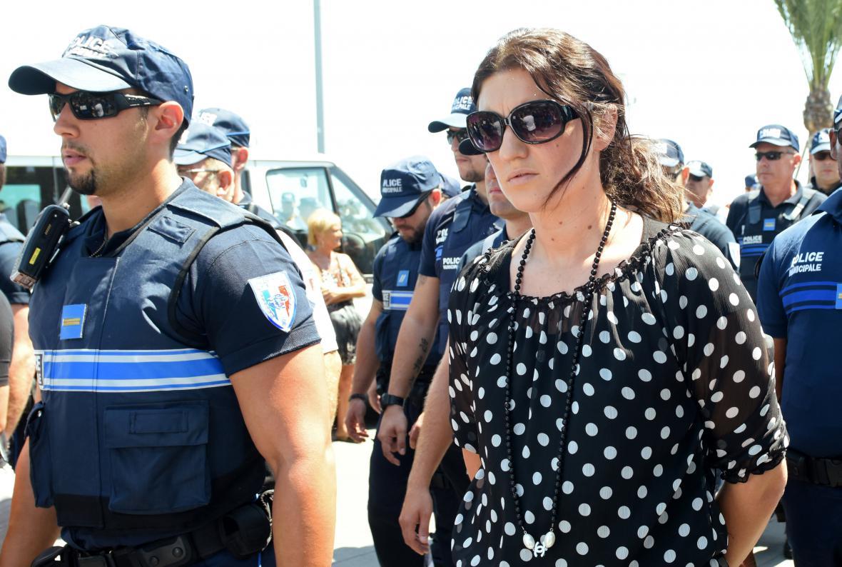 Policistka Sandra Bertinová při pietní akci za oběti útoku v Nice