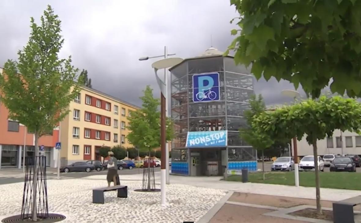 V Hradci Králové a Přerově už parkovací domy pro kola mají