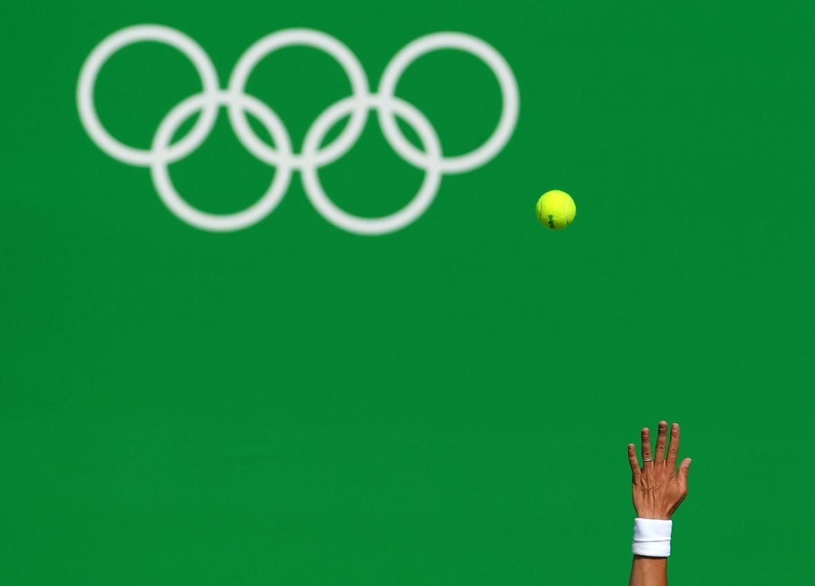 Tou, kdo si nadhazuje míček při servisu, je Češka Barbora Strýcová