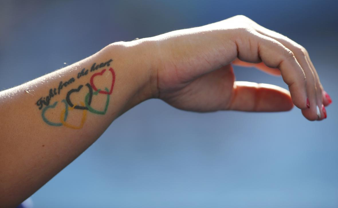 Olympijské tetování maďarské vodní pólistky Bujkaové