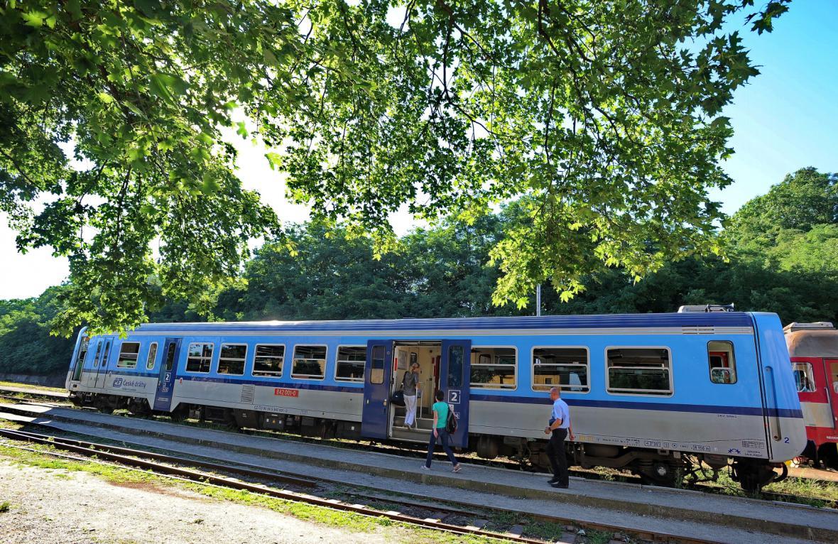 Obce na Znojemsku chtějí obnovit zrušené vlakové spoje