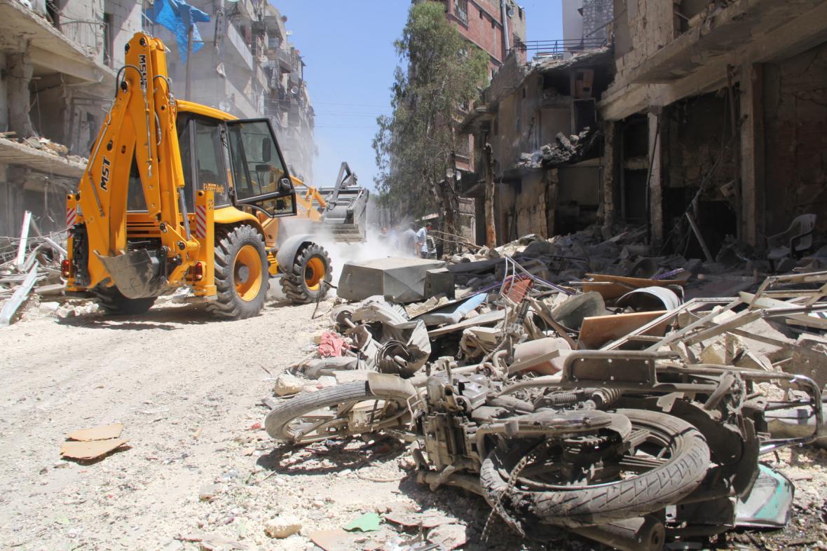 Následky náletů poblíž Aleppa