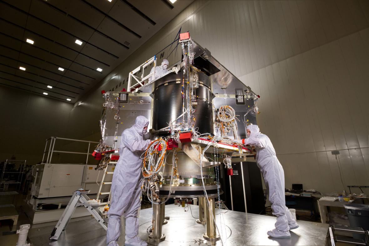 Sonda OSIRIS-REx se vydá za vzorky z asteroidu Bennu