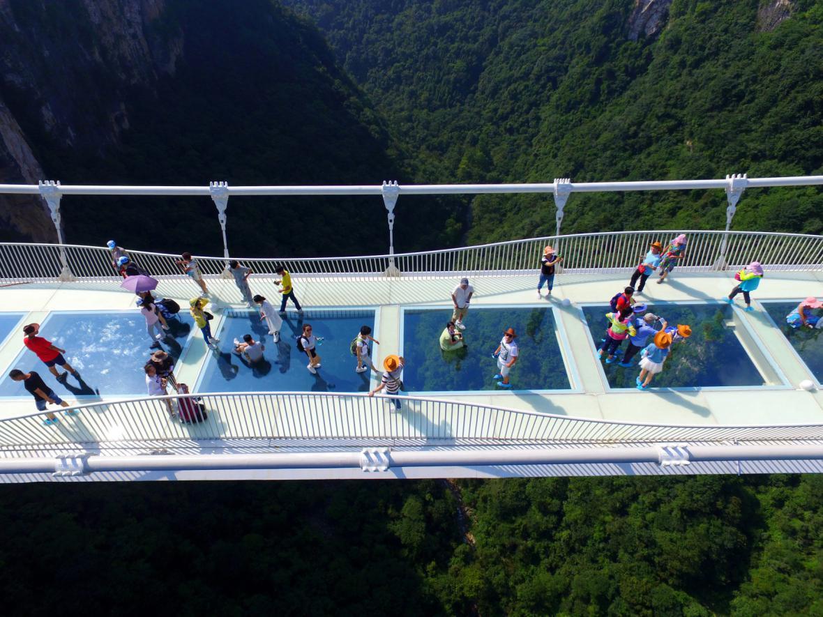 Skleněný most v čínské provincii Chu-nan