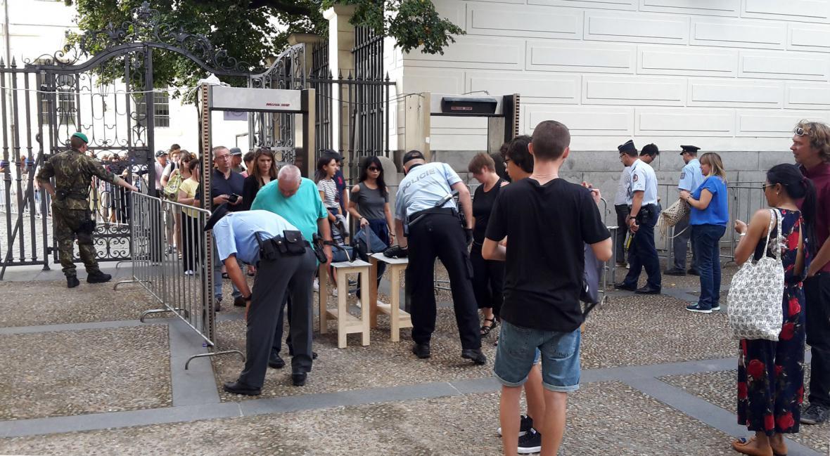 Bezpečnostní rámy na Pražském hradě