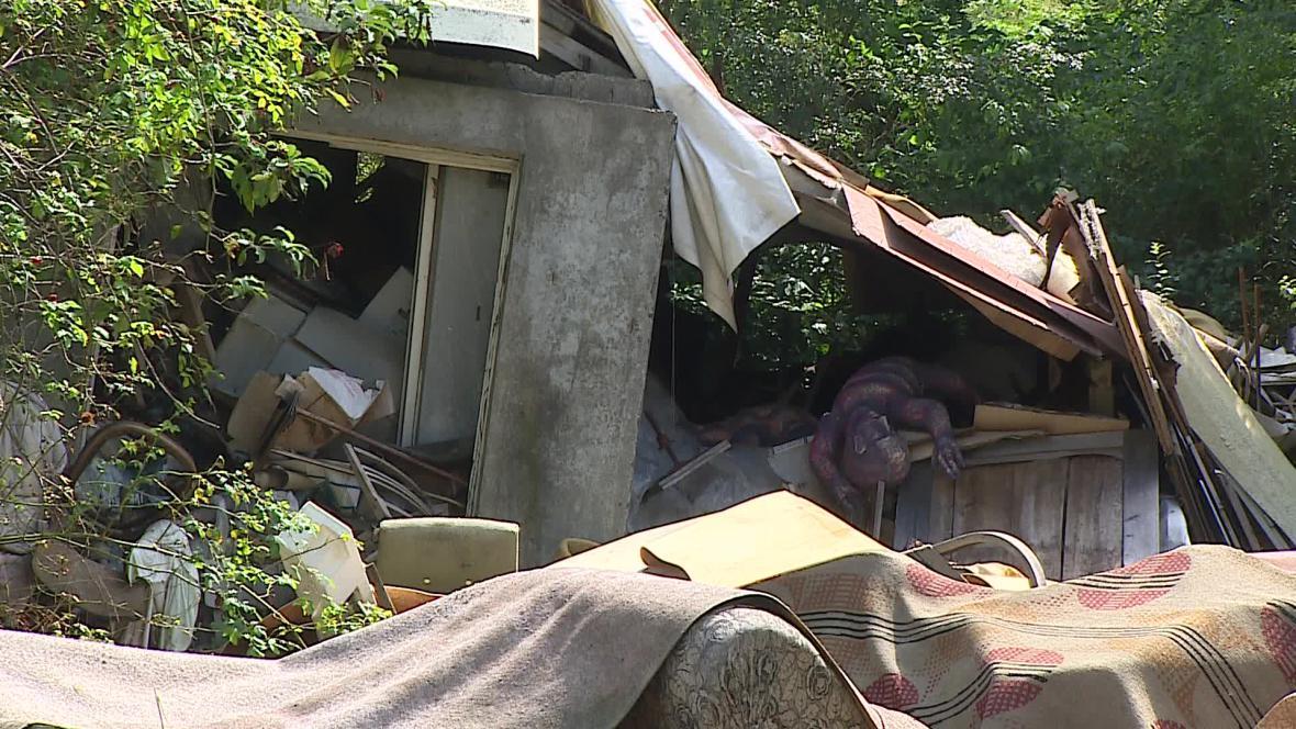 Na černou skládku v Rohatci vozí odpad i místní