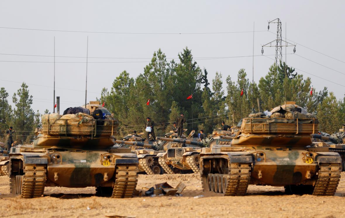 Turecké tanky na hranici se Sýrií