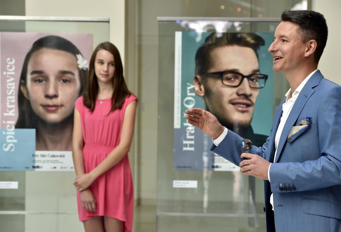 Divadlo ukazuje v kampani ty, pro které hraje
