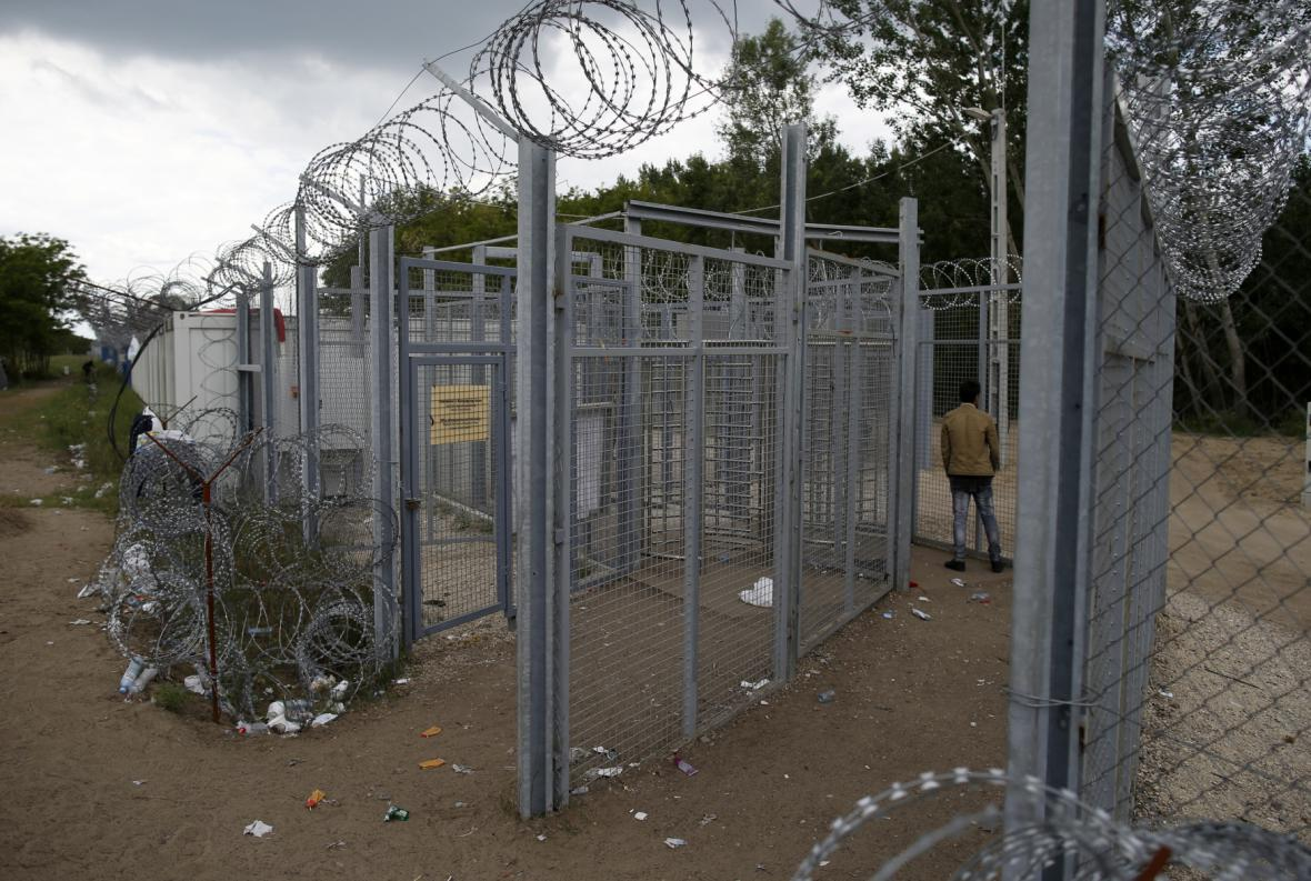 Plot proti přílivu běženců na maďarsko-srbské hranici