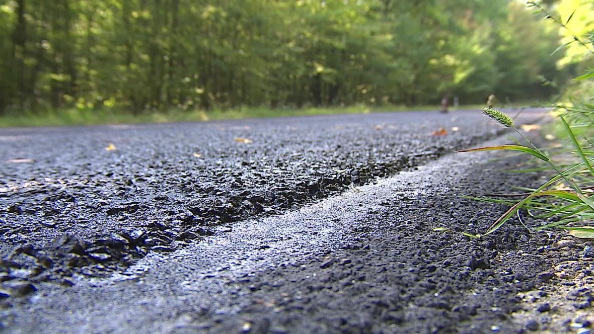 Životnost silnice takzvaný mikrokoberec prodlouží až o pět let