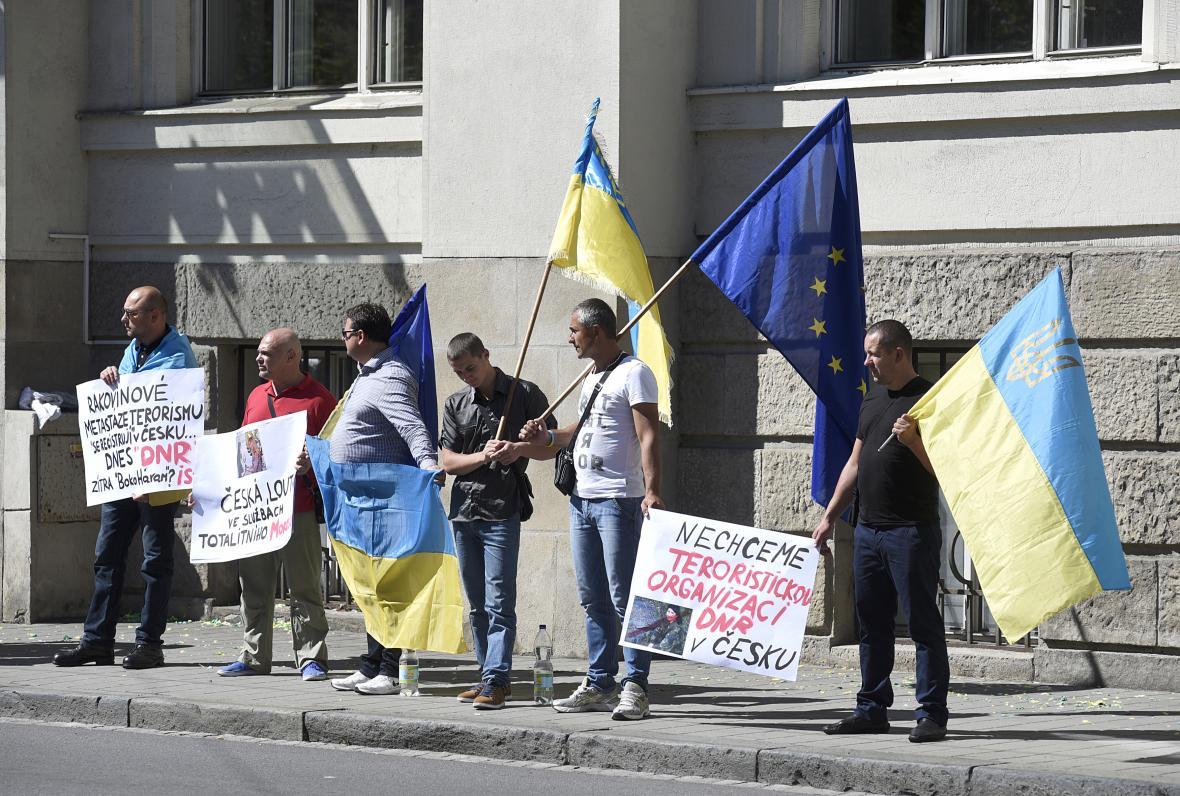 V Ostravě demonstrovala asi desítka aktivistů proti zastupitelskému centru samozvané Doněcké lidové republiky.
