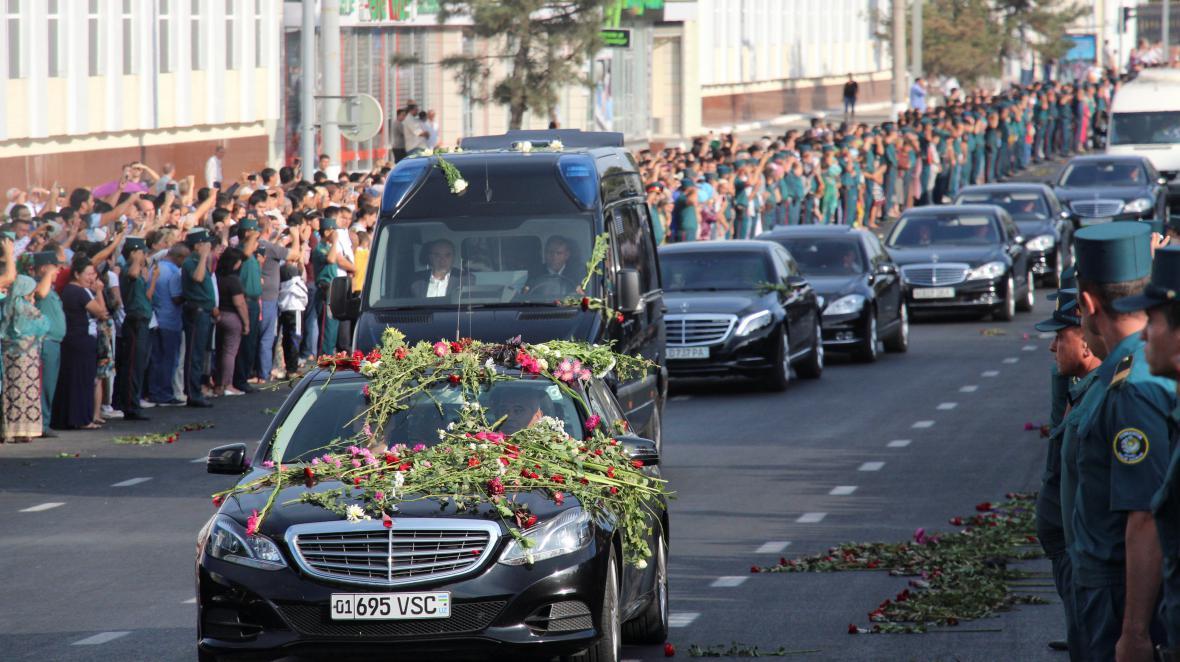 Pohřební kolona Islama Karimova