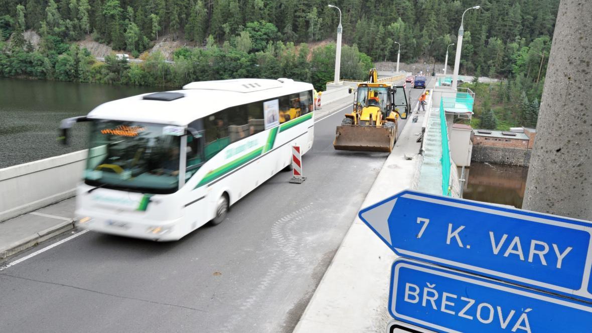 Hráz přehrady Březová na Karlovarsku