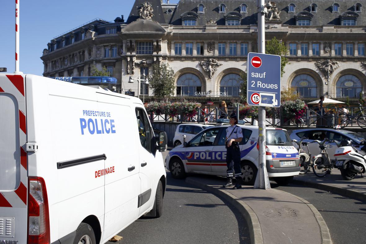 Policejní zásah před Lyonským nádražím v Paříži