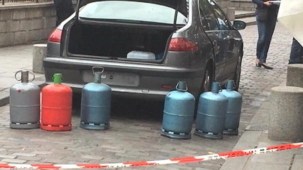 Vůz s plynovými bombami a naftou nalezený u Notre Dame