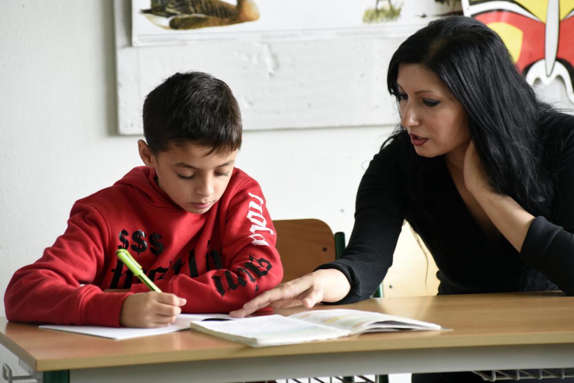 Doučování dětem pomáhá, chybí ale dobrovolníci