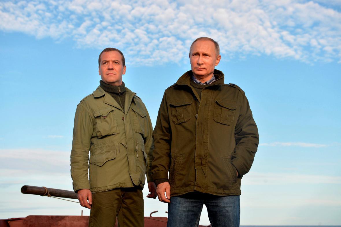 Premiér Dmitrij Medveděv s prezidentem Vladimirem Putinem