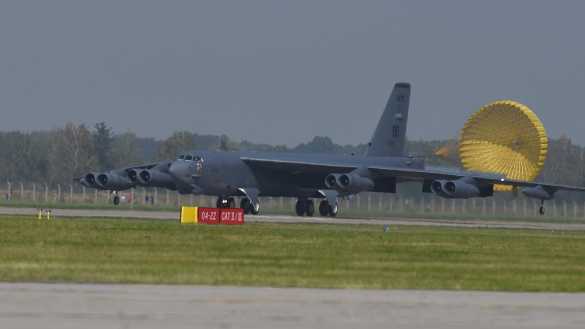 Americké bombardéry přistály 13. září na letišti v Mošnově nedaleko Ostravy.