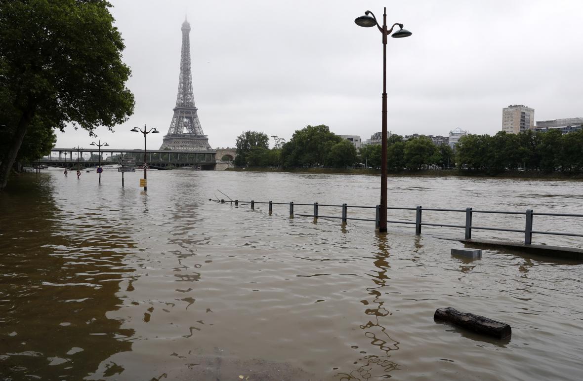 Červnové záplavy na pařížské Seině. Jeden z projevů klimatické změny