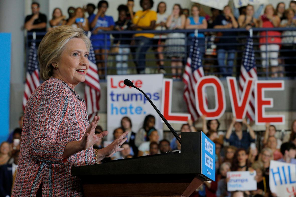 Hillary Clintonová na mítinku v Severní Karolíně