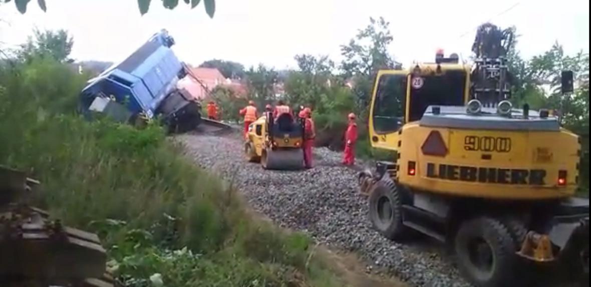 Vyprošťování vlaku  ve Vnorovech