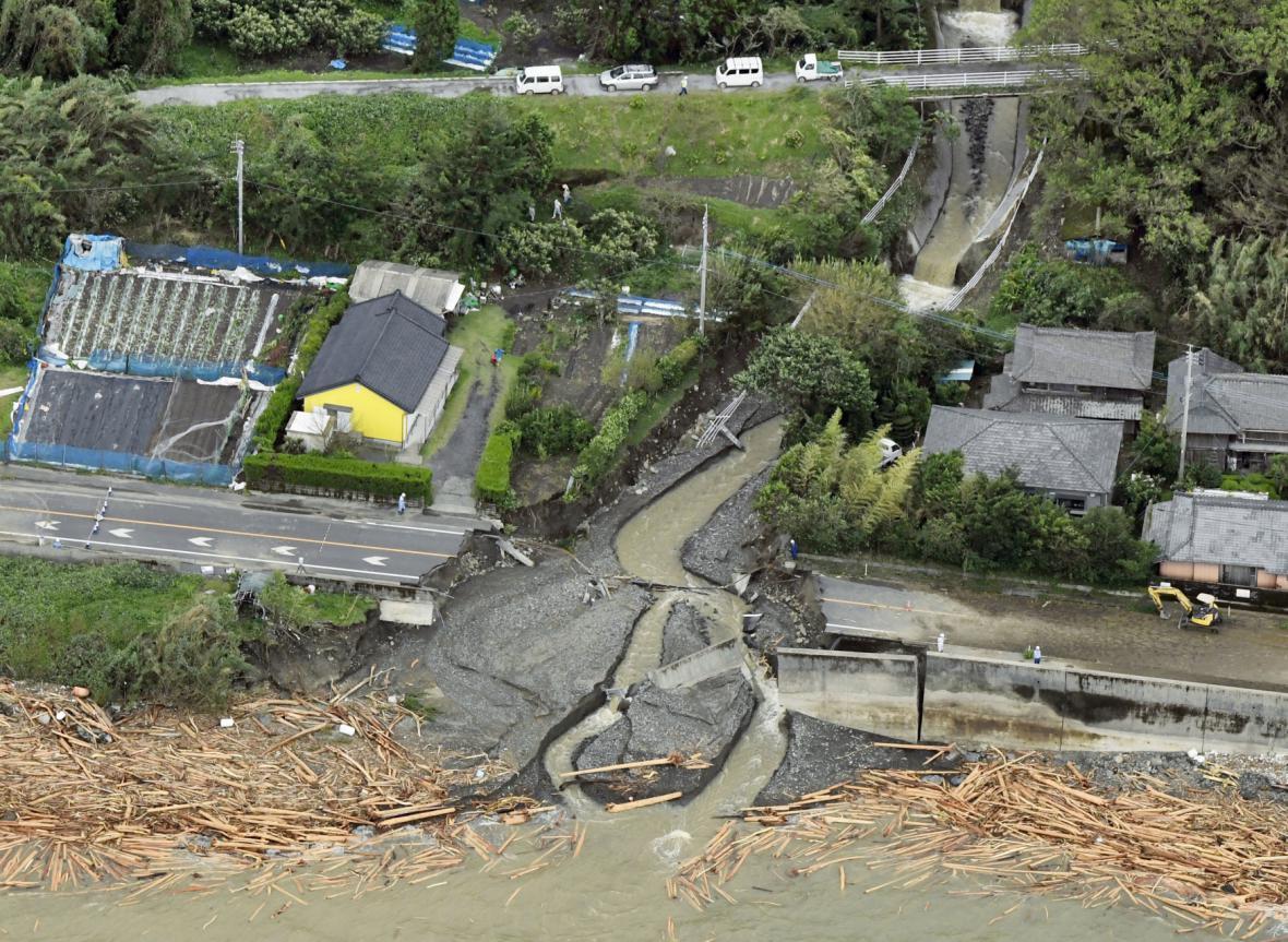 Následky tajfunu Malakas v Japonsku