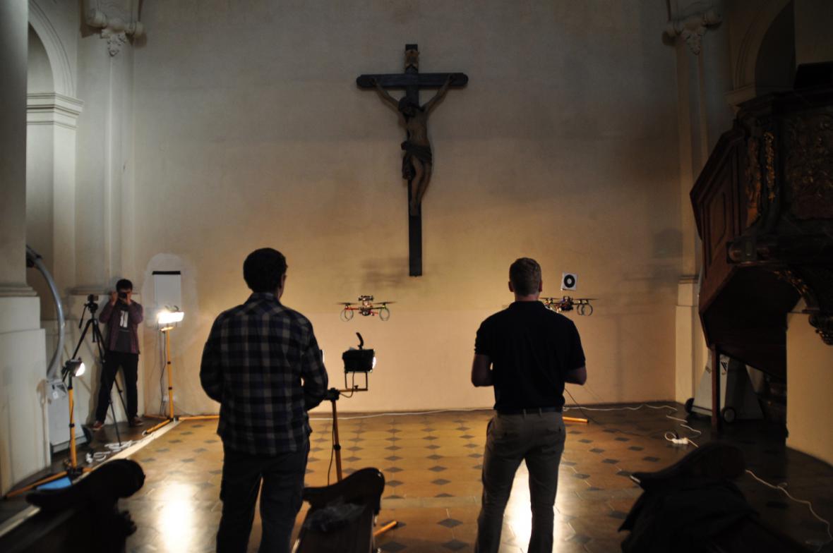 Droni v Kostele sv. Mikuláše