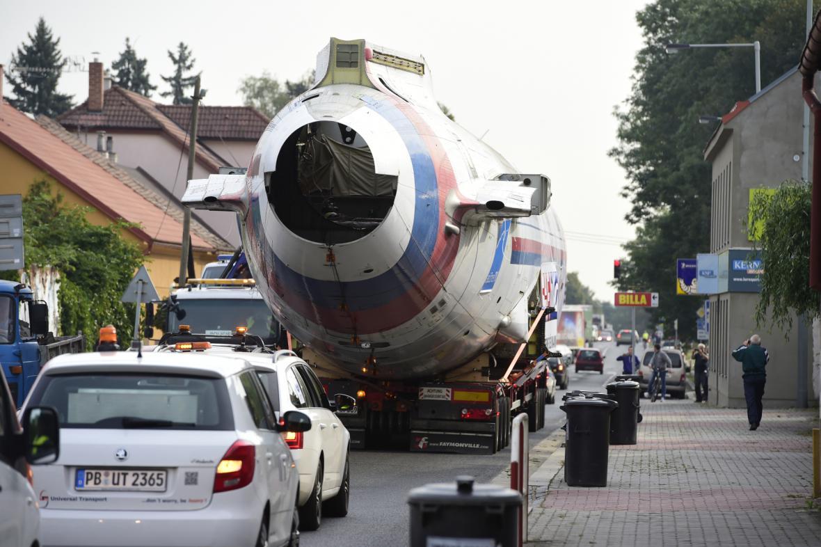 """Vládní speciál, tzv. """"Naganský expres"""" TU-154M reg. č. 1016, který přivezl zlaté hokejisty českého týmu z olympiády v Naganu 23. února 1998 na ruzyňské letiště"""