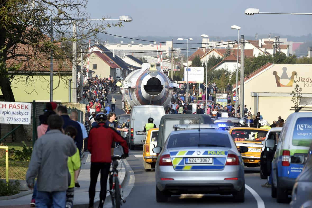 Naganský expres, který před více než 18 lety přivezl na ruzyňské letiště zlaté hochy z Nagana, bude v následujících dnech k vidění na českých silnicích