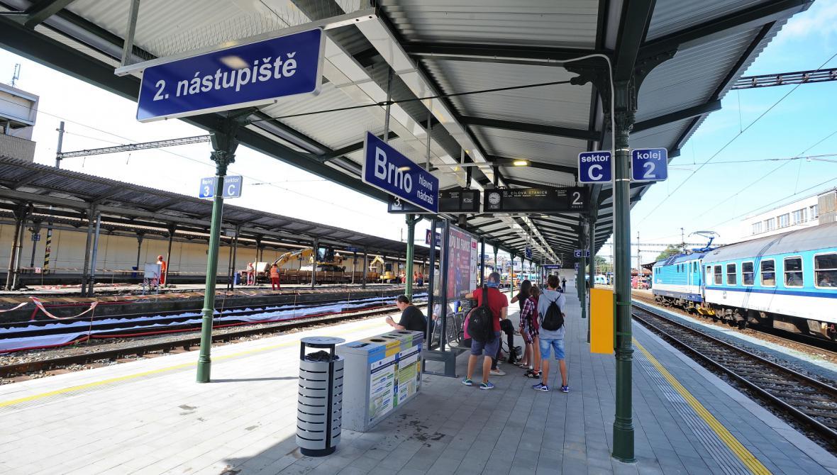 Zrekonstruované druhé nástupiště na hlavním nádraží v Brně