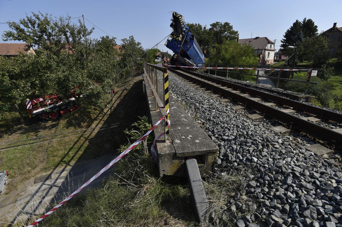Mezi Veselím nad Moravou a Strážnicemi vykolejil další vlak