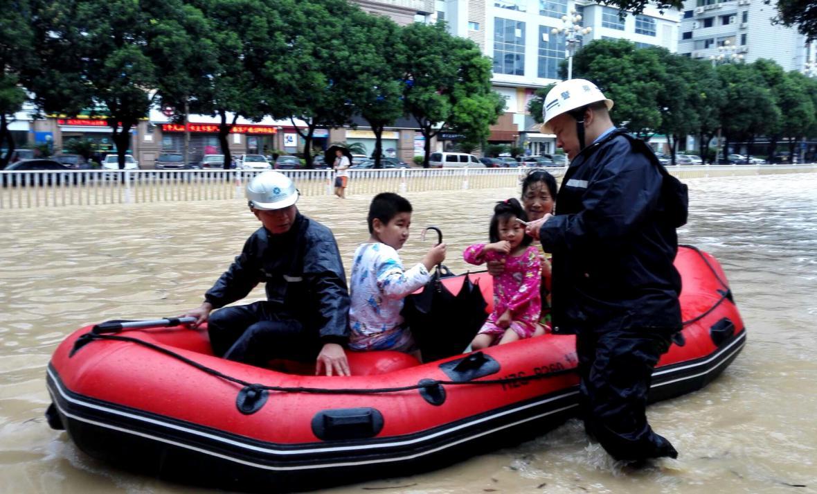 Čína po řádění tajfunu