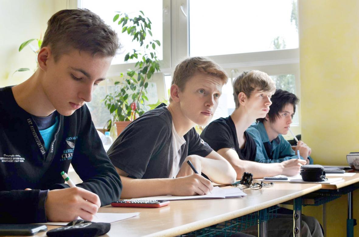 Vzdělávací systém v Česku je mnohými odborníky považován za zastaralý a přežitý. V této budově uprostřed největšího normalizačního sídliště Praha - Jižní Město si pronajímá už druhým rokem prostory vzdělávací experiment s názvem scioškola.
