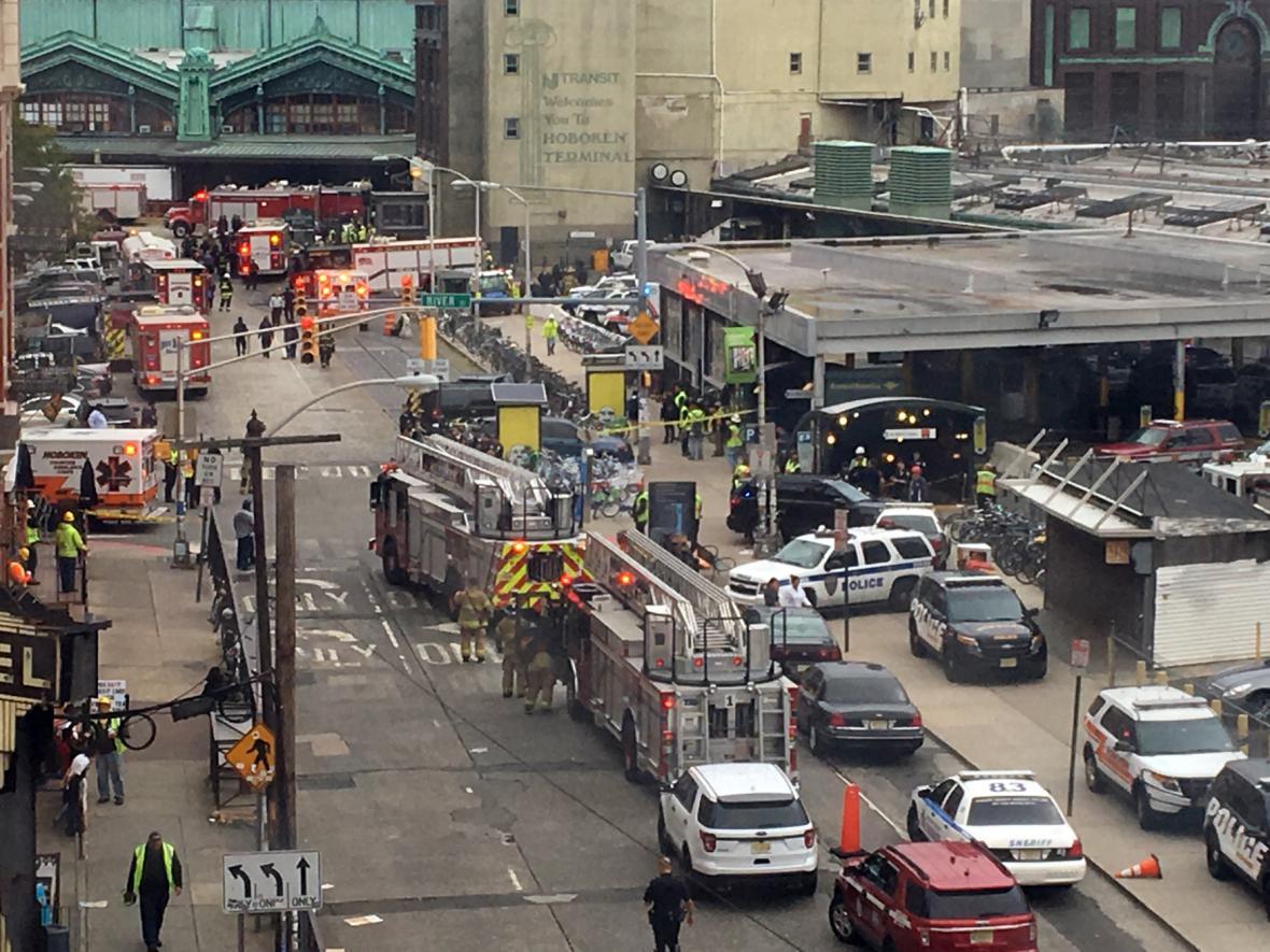 Náraz vlaku do nádraží v Hobokenu