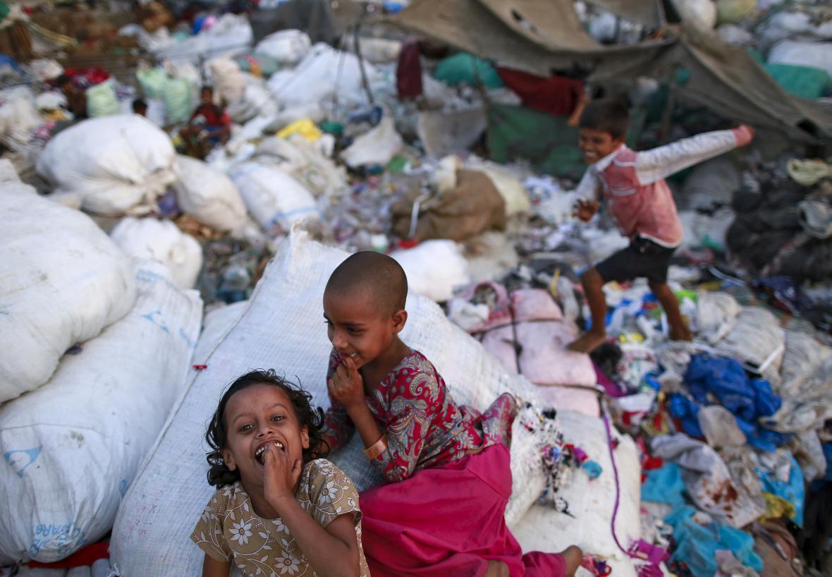 Slum v indické Bombaji