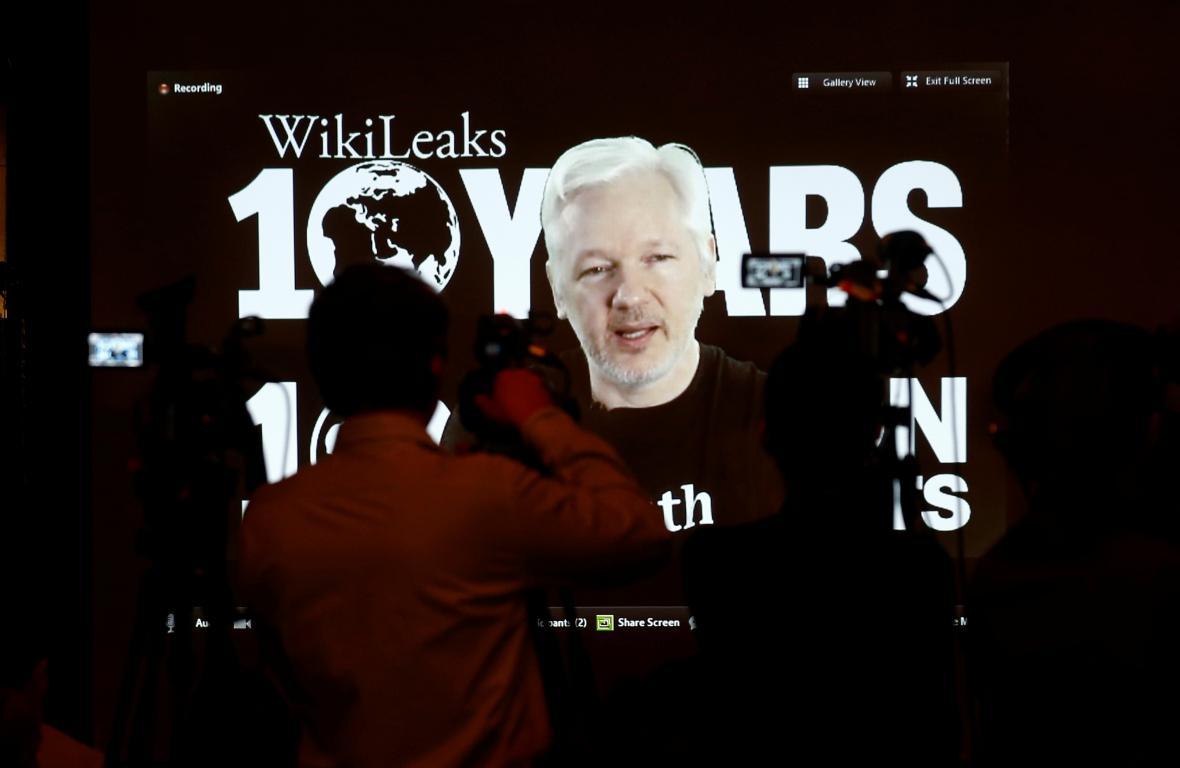 Assangeův videopřenos pro desátém výročí Wikileaks