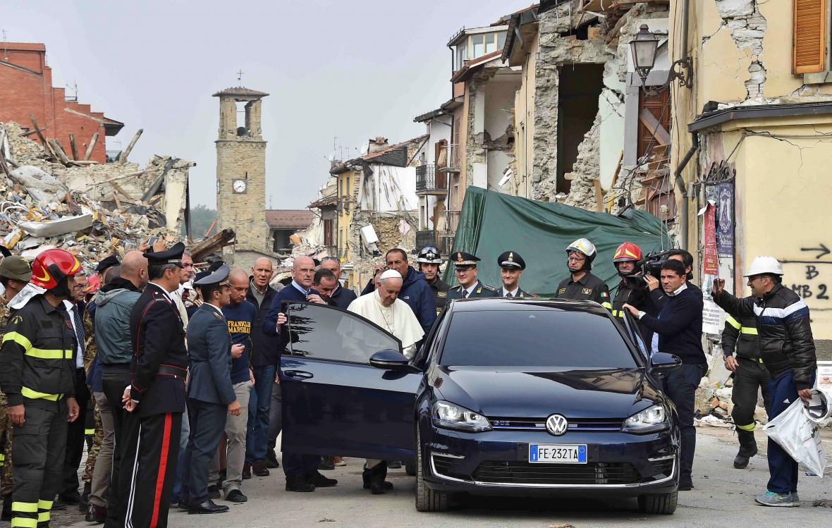 Nečekaná návštěva Vatikánu v Amatrice