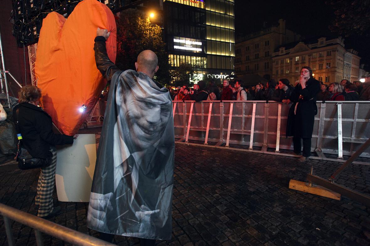 Oslava Havlových nedožitých 80. narozenin na Václavském náměstí