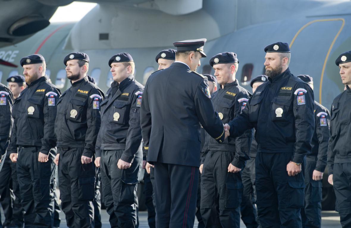 Tomáš Tuhý takto vyprovázel v dubnu 2016 české policisty mířící na řecký Lesbos