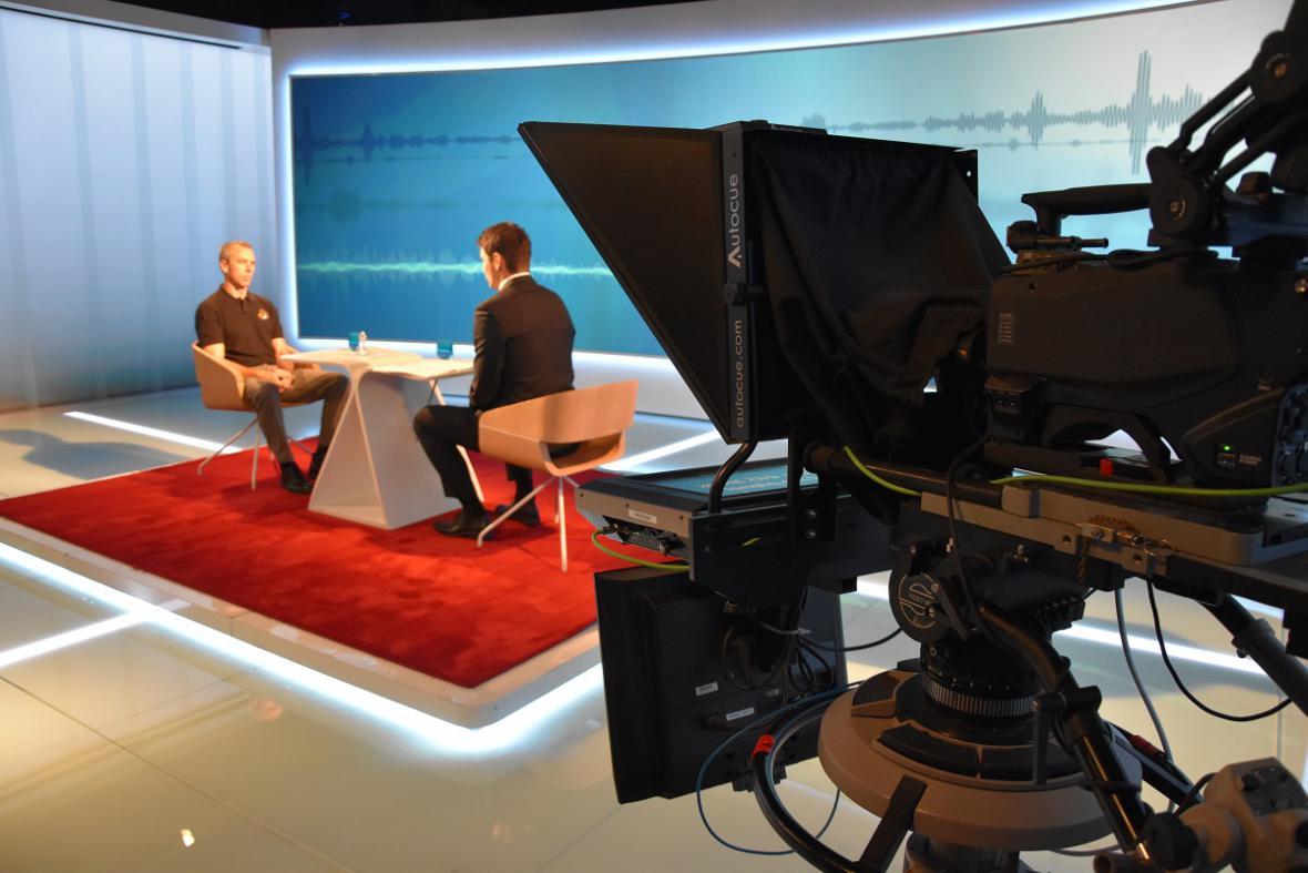 Astronaut Andrew Fesutel na natáčení v České televizi