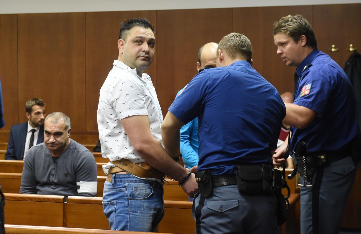 Překupníci drog u soudu
