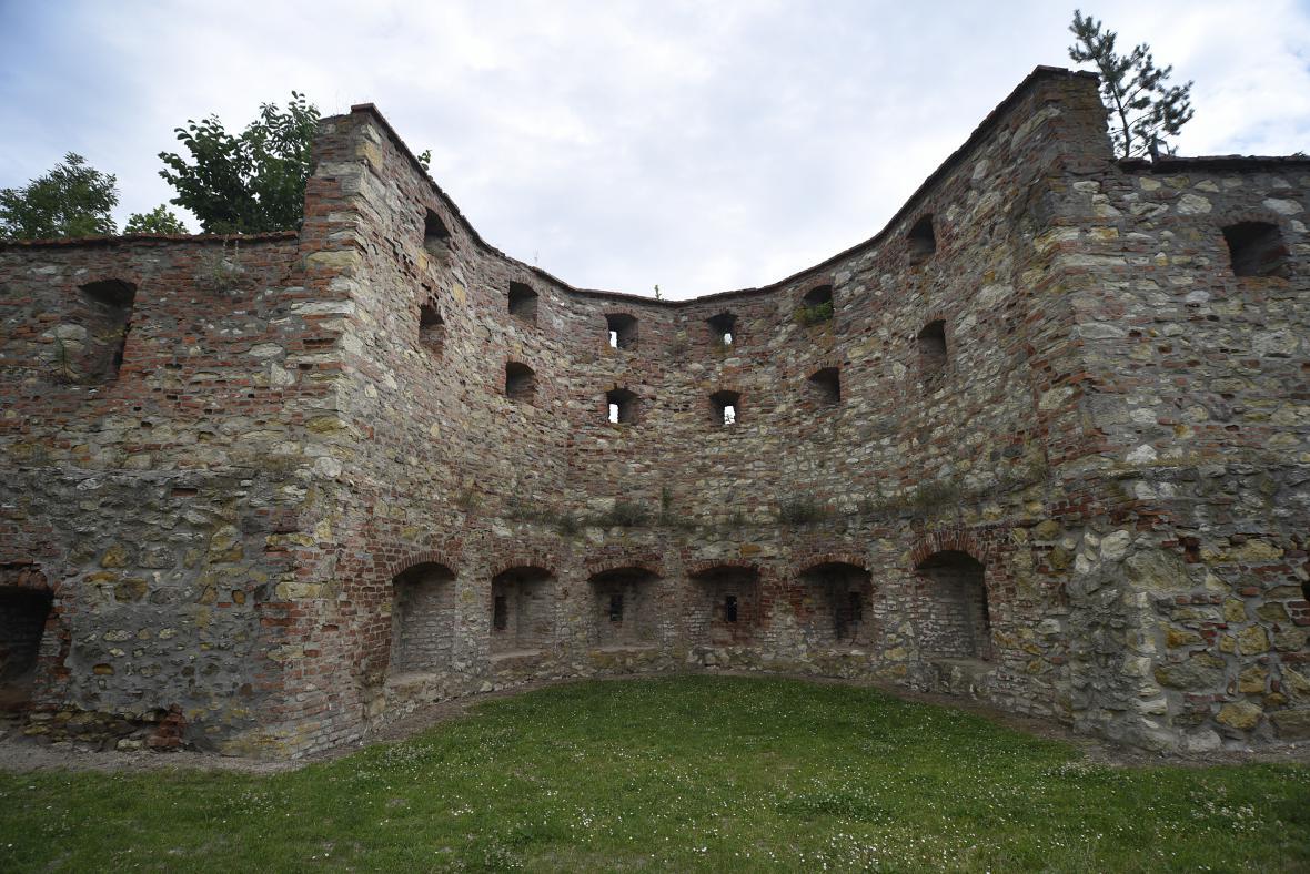Chátrajícímu hradu chybí kastelán
