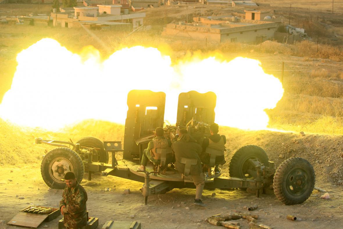 Pešmergové na bojišti severně od Mosulu