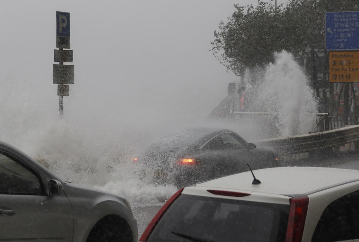 Na Hongkong udeřil tajfun Haima
