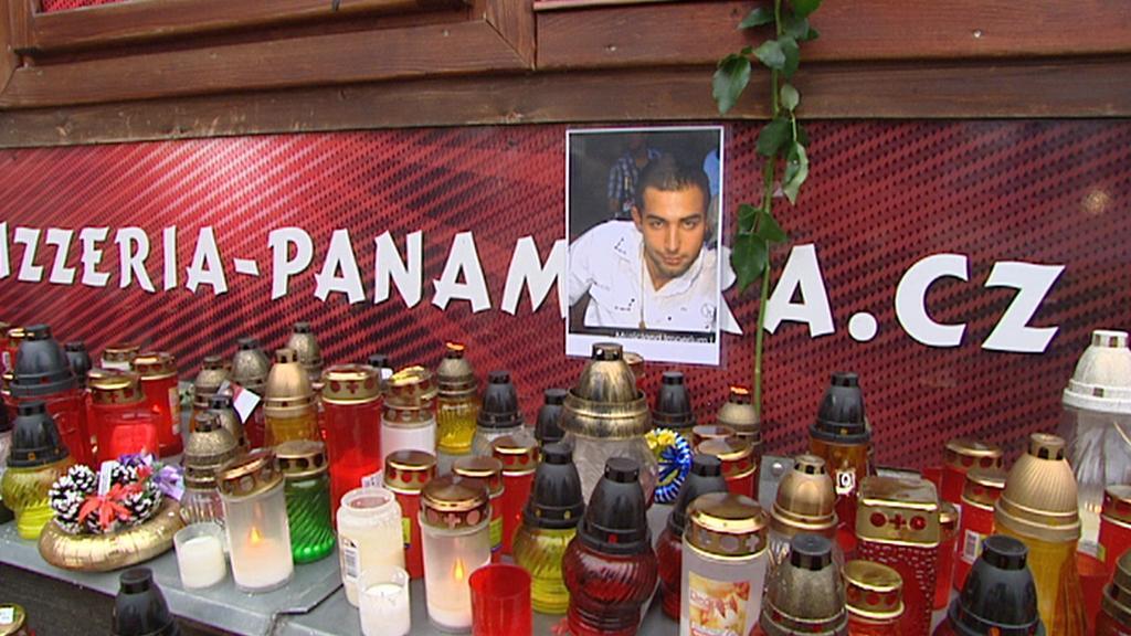 Pietní místo v Žatci za zemřelého šestadvacetiletého Roma