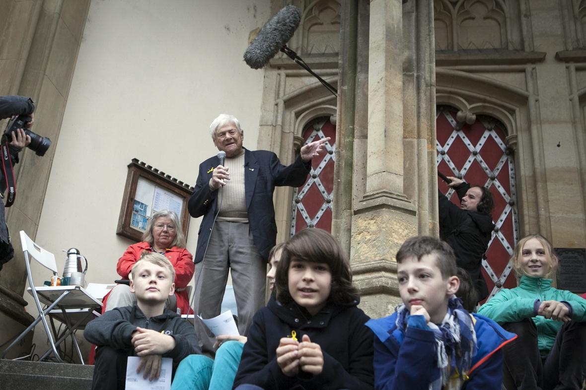Setkání Jiřího Bradyho se studenty Terezínské štafetou