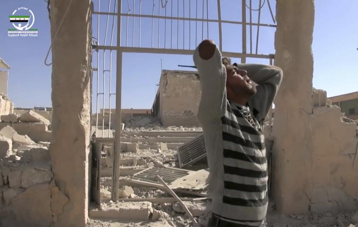 Při bombardování Hásu byla zasažena škola