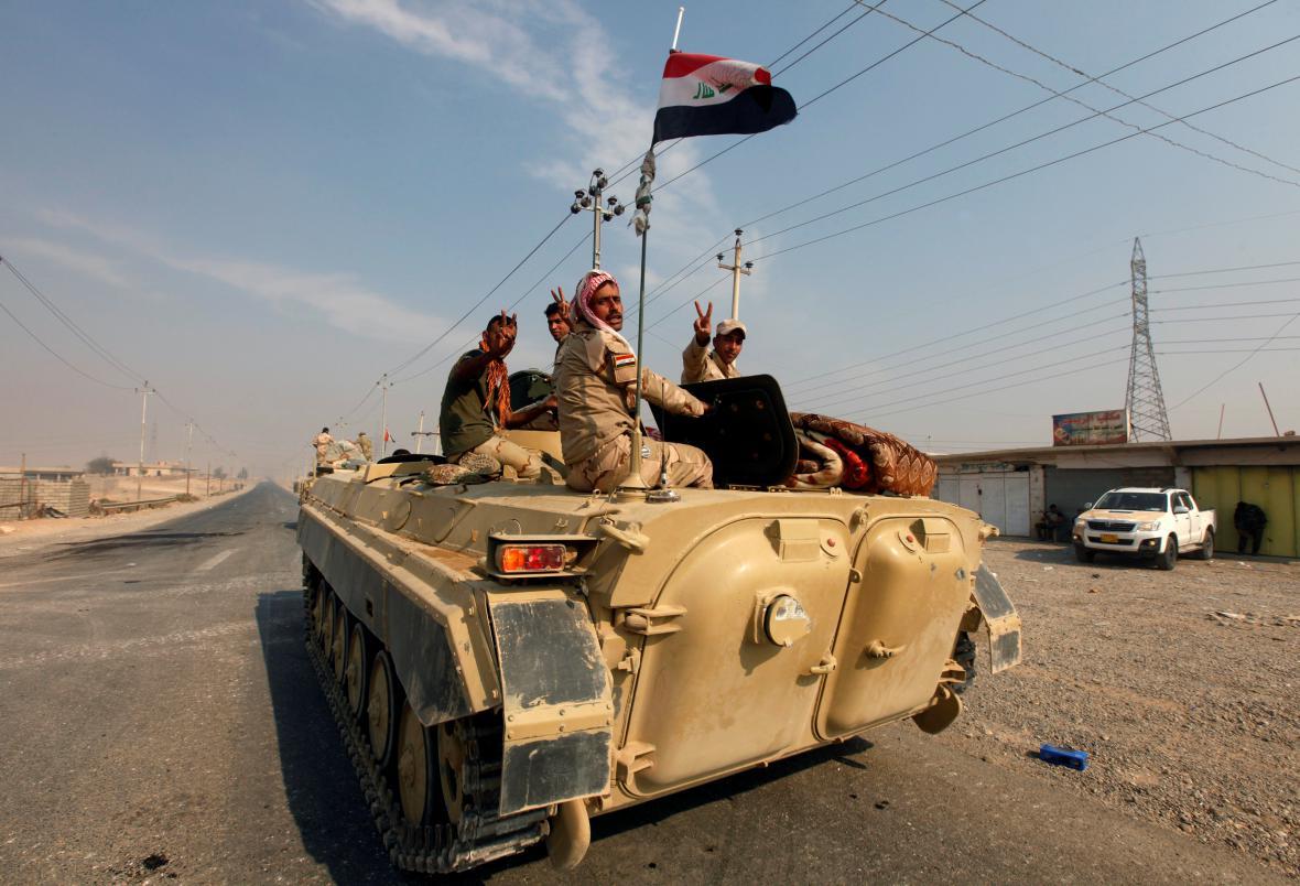 Irácká armáda na jih od Mosulu