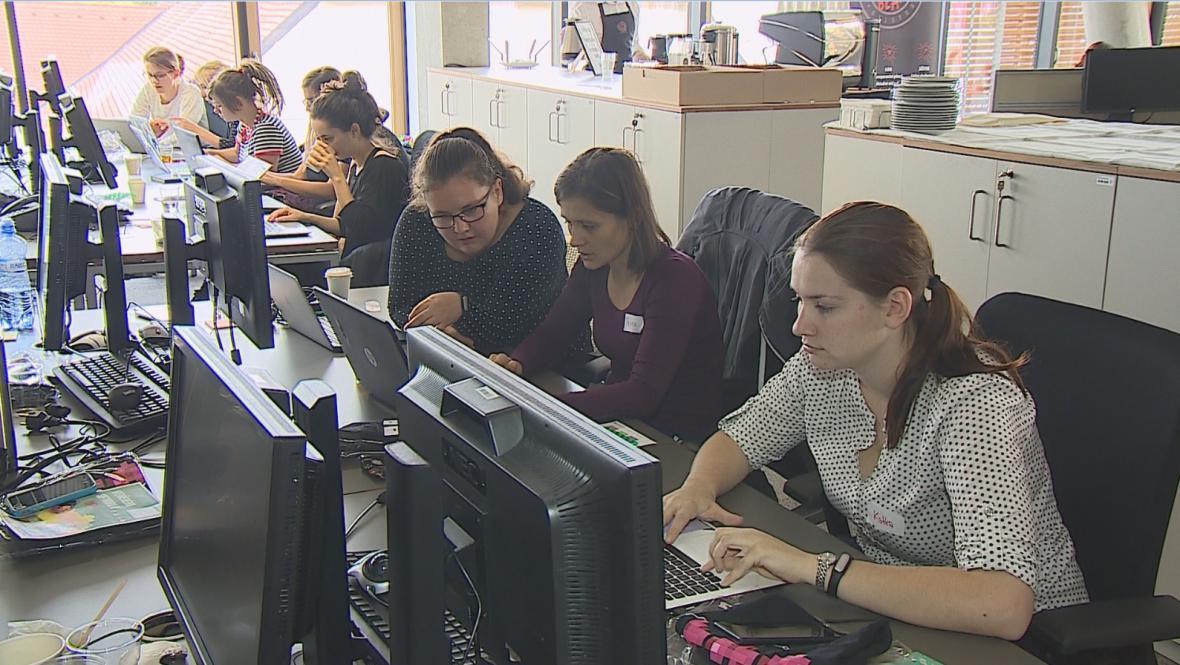 Vzdělávání žen v IT se věnuje několik neziskových organizací i školy